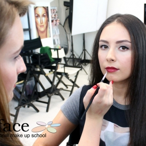 kurz-liceni-vizazistiky-basic-make-up-surfacemakeup-13