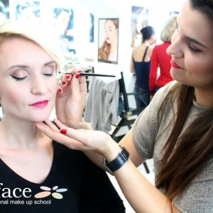 kurz-liceni-vizazistiky-basic-make-up-surfacemakeup-24